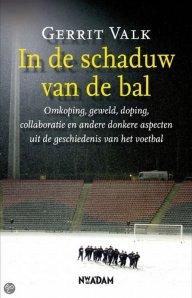 Bron: Gerrit Valk, In de schaduw van de bal. Bol.com